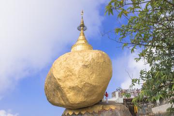 神秘の仏塔・チャイティーヨーのゴールデンロック