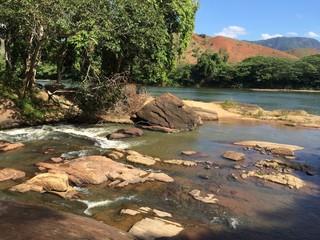 enxontro de cachoeira com rio