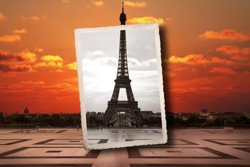 vecchia fotografia della Torre Eiffel sovrapposta