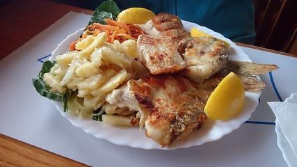 Fisch Teller mit Nudeln