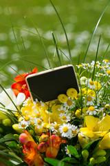 Schild mit Blumenstrauß
