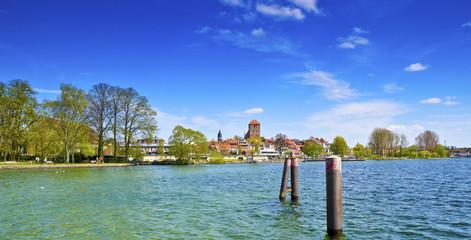 Blick vom Bootsanleger zur Altstadt Waren Müritz
