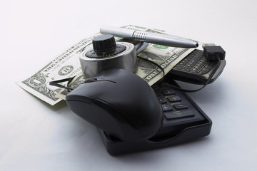 risk online tax payment with phone and pen