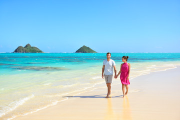 Summer vacation couple walking on Hawaii beach
