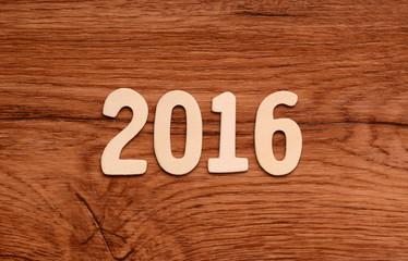 anno 2016 su tavola di legno