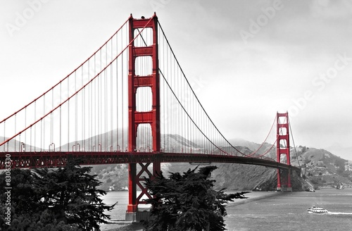Poszter Golden Gate Bridge, red pop on a black and white background
