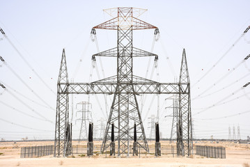Power pylon, symmetrical, starting from power station