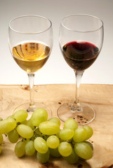 Glasses of wine and grapes