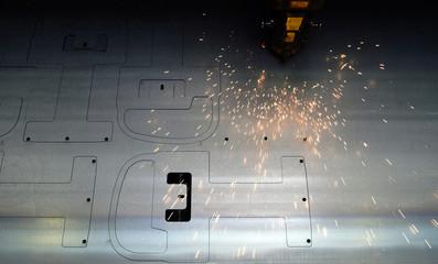 Laserschneidanlage - Brennschneiden von Stahlblechen