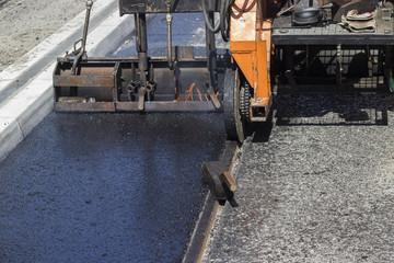 Installation of hard and cast molten asphalt 2