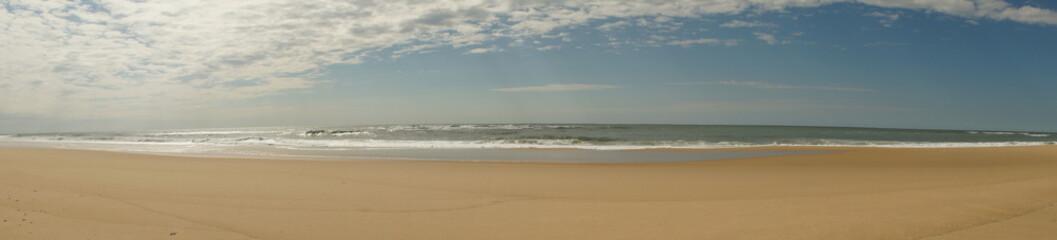 Vagues de l'Océan Atlantique sur la plage