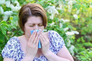 adult female with allergic rhinitis about bird cherry blossoms