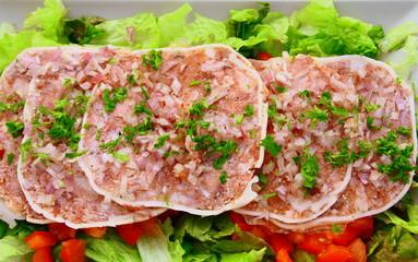 fromage de tête,museau de porc à l'échalote et salade
