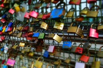 Die Brücke den verliebte in Köln