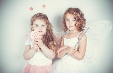 bambine vestite da farfalle