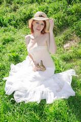 Ritratto di una giovane donna con un coniglietto in mano