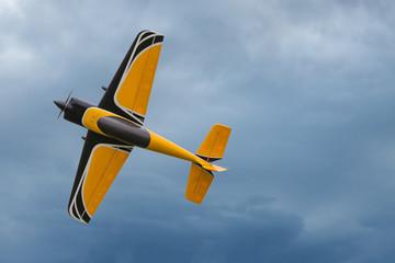 Flugzeug - Modellflugzeug - Kunstflugzeug.