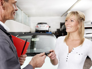 Key delivery between customer and mechanic