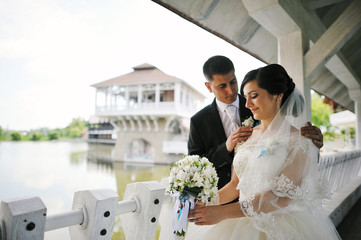 groom pats bride
