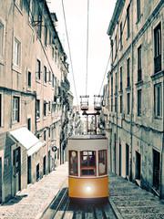 Lisboa - velho elevador amarelo
