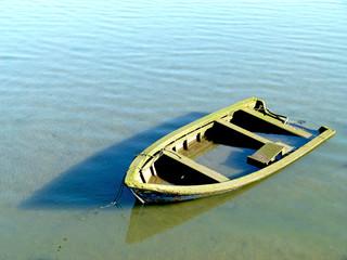 Velho barco afundado