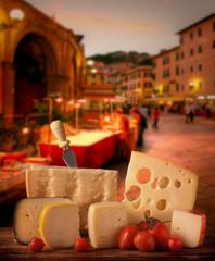 Sagra in piazza, esposizione di formaggi