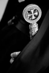 Croce templare sull' impugnatura di una spada