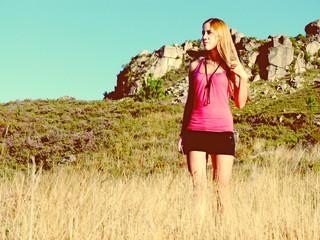 Mulher olhando a paisagem