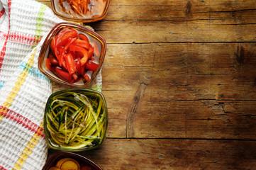 Assorted marinated vegetables Assortiment de légumes marinés