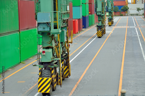 Foto op Plexiglas Op straat Tire of Rubber tyred gantry crane, the Port of Tokyo, Japan