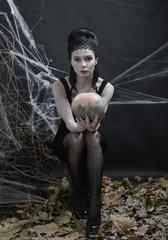 Halloween. Ведьма за колдовством