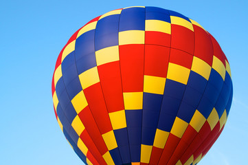 hot air balloon of primary colors