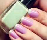 Fototapety Stylish colorful nails and nailpolish bottle closeup