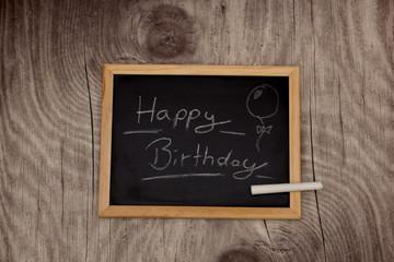 Schiefertafel mit Kreide Happy Birthday