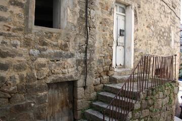 Entrée vieille maison