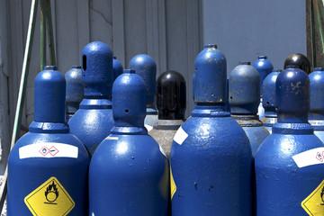 Oxygen or hydrogen storage tanks