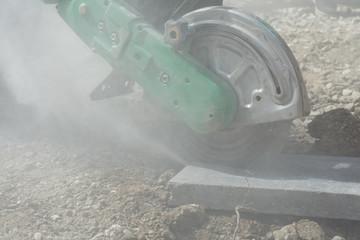 Steine trocken schneiden