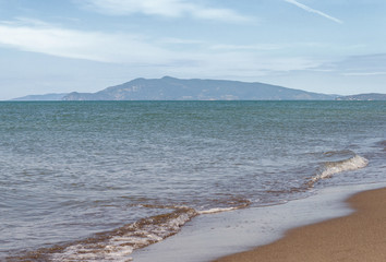 Mare di Capalbio con montagna