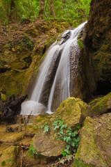 Piccola cascata di montagna in Umbria