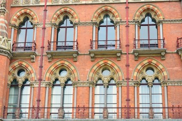 Group of red brick victorian windows