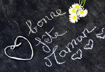 """""""bonne fête maman"""" sur ardoise et cœur,et fleurs"""