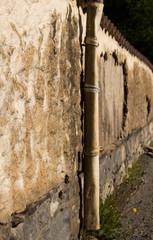 Bröckelnde Steinmauer