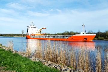 Frachtschiff auf dem Nord-Ostsee-Kanal