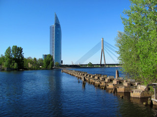 Небоскреб и мост