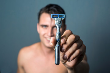 man hand holding an shaver