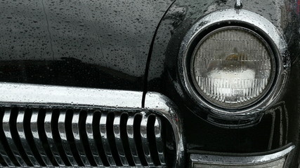 Front view of a old car.