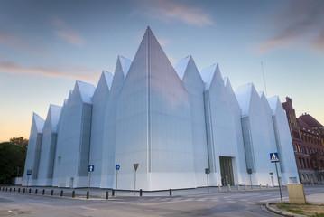 Futurystyczny budynek Filharmonii  szczecińskiej