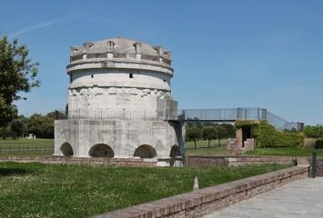 Mausoleo di Teodorico,corona, re