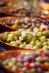 Olives vertes et noires au piment