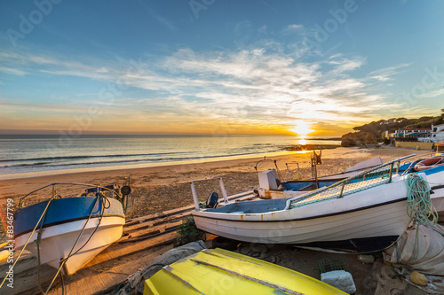 Papiers peints Morning Glory Boats in warm sunset light on the Fisherman's Beach (Praia dos Pescadores) in Albufeira, Portugal